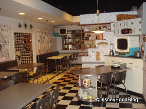 Dine in Mom&#39;s Kitchen at 50&#39;s Prime Time Cafe