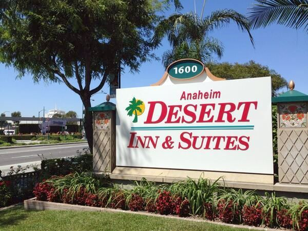Anaheim Desert Inn & Suites Sign