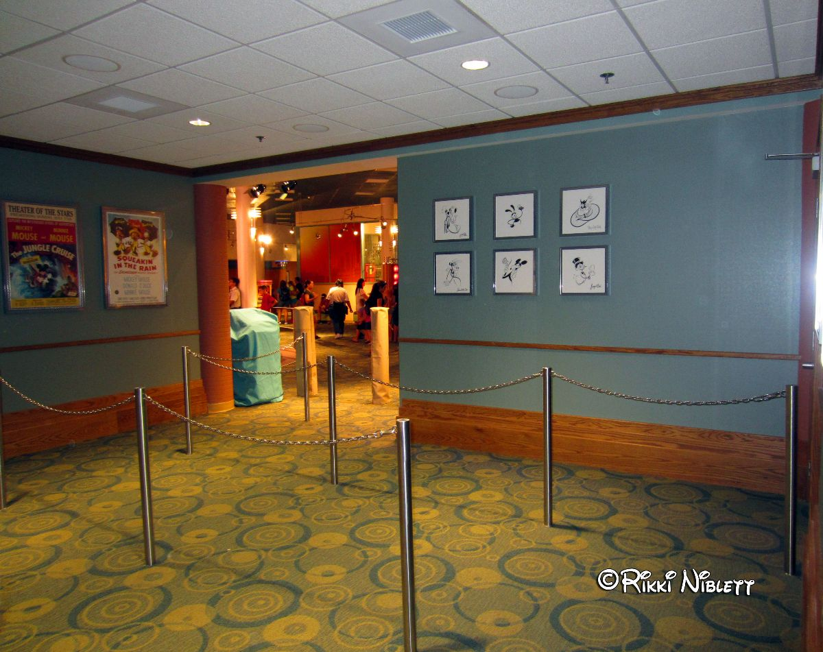Minnie Mouse Meet Queue at Disney's Hollywood Studios