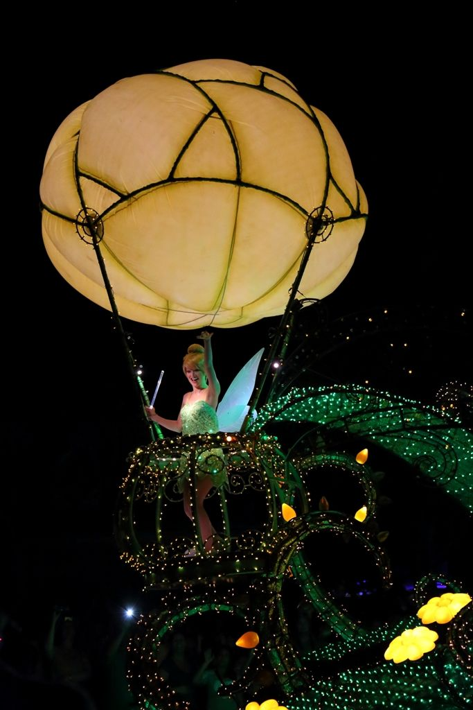 Tinker Bell in the Main Street Electrical Parada