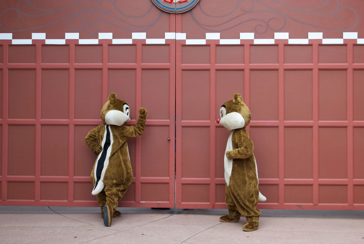 Chip and Dale Knock on the Gate