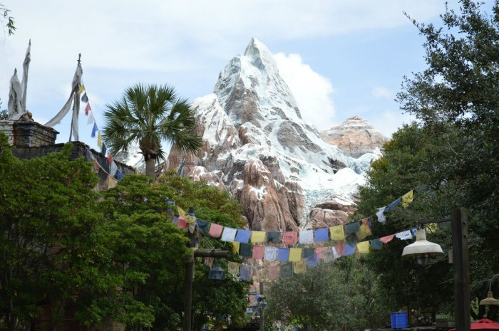 COASTERS_Everest1