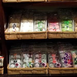 Bun Shaped epcot snacks, green tea rice cake